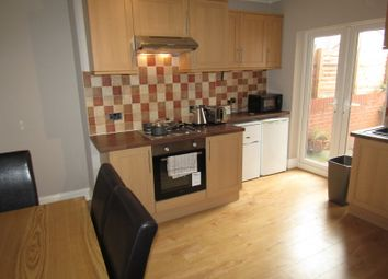 Thumbnail 4 bed shared accommodation to rent in Glebe Street, Wakefield