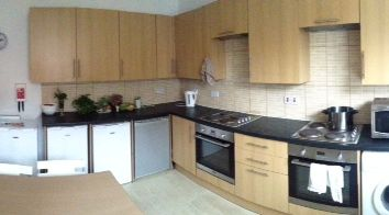 Thumbnail Room to rent in Barton View, Leeds