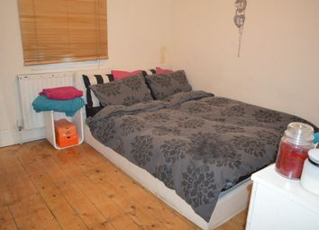 Thumbnail 5 bed shared accommodation to rent in Warwick Road, London