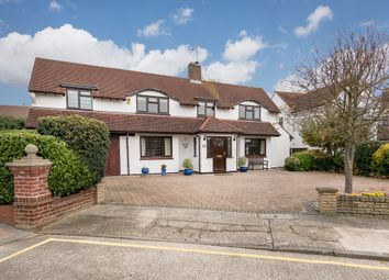 Thumbnail 5 bedroom detached house for sale in Dalrymple Close, Chelmsford
