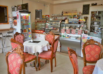 Thumbnail Restaurant/cafe for sale in Cafe & Sandwich Bars LS13, Bramley, West Yorkshire