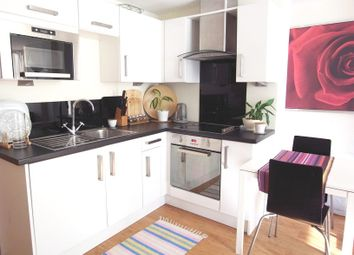 Thumbnail 1 bed flat to rent in Wandsworth High Street, East Putney