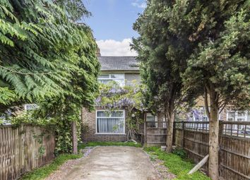 3 bed property for sale in Headington Road, London SW18