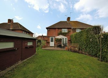 ... OX12 This well presented and good sized semi-detached family home is located just 0.7m from Wantage market place and overlooks a residential green.