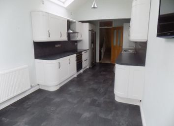 Thumbnail 2 bed flat to rent in Newton Road, Mumbles, Swansea