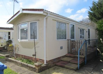 Thumbnail 2 bed mobile/park home for sale in Devon Close (Ref 5829), Yorktown Road, Sandhurst, Berkshire