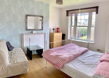 3 bed flat to rent in Chicksand Street, Aldgate East E1