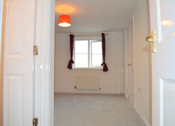 Thumbnail 2 bed flat to rent in Blackthorn Road, Ilford