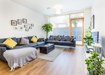 2 bed maisonette to rent in Abbey Road, Stratford E15