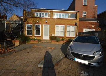 Thumbnail 1 bed flat to rent in Ebury Rd, Rickmansworth, Herts