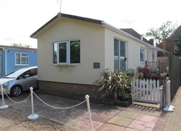Thumbnail 2 bed mobile/park home for sale in Manygate Park (Ref 5589), Shepperton, Surrey