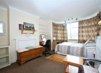 Room to rent in Watford Way NW4, Hendon
