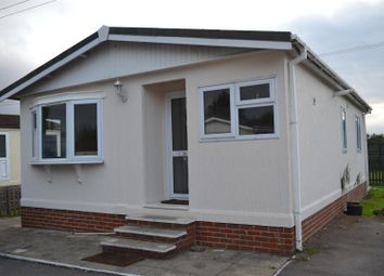 Thumbnail 2 bedroom mobile/park home for sale in Mereoak Orchard, Three Mile Cross, Reading