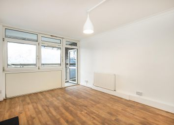 2 bed flat to rent in Henty Close, Battersea SW11