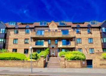 Thumbnail 3 bed flat to rent in Queens Road, London