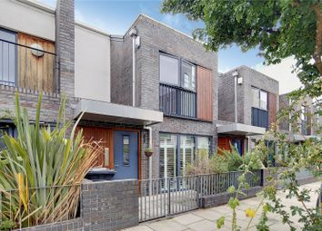 3 bed property for sale in Acer Road, London E8