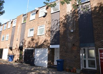 Thumbnail 3 bed town house to rent in Links View, Finchley