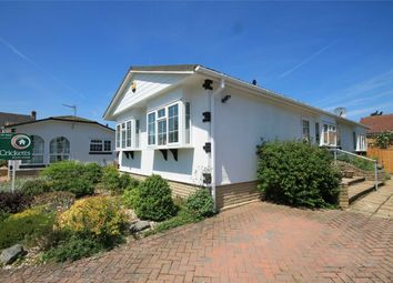 Thumbnail 2 bed mobile/park home for sale in Haysoms Drive, Thatcham, Berkshire