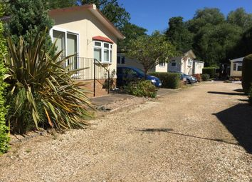 2 bed mobile/park home for sale in Wimborne Road, Bournemouth Dorset BH10