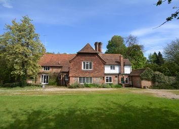 Thumbnail 6 bed detached house to rent in Vale Road, Chesham