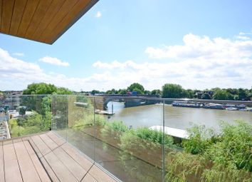 Thumbnail 3 bed flat for sale in Kew Bridge, Kew Bridge