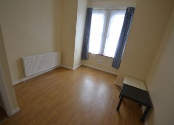 Thumbnail 2 bed flat to rent in Chapter Road, London