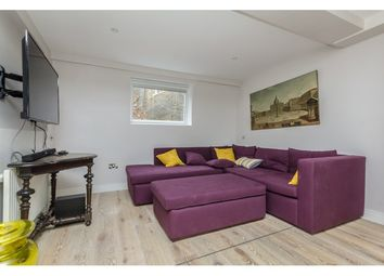 Thumbnail 1 bed flat to rent in Courtfield Gardens, Earls Court, London