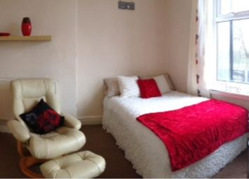 Thumbnail 1 bedroom flat to rent in Regent Park Avenue, Hyde Park, Leeds