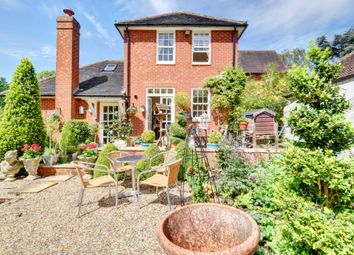 Thumbnail 2 bed cottage to rent in Hitcham Lane, Taplow, Maidenhead