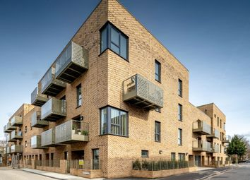 3 bed flat for sale in Benhill Road, London SE5