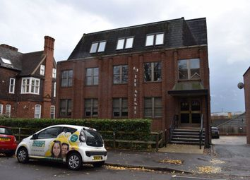 2 bed flat to rent in The Avenue, Cliftonville, Northampton NN1