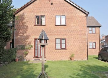 2 bed flat to rent in Brookside, Station Road, Loudwater, High Wycombe HP10