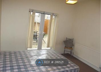 Thumbnail Room to rent in Francis Avenue, Portsmouth