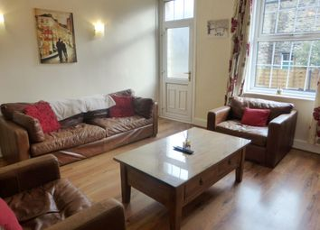2 bed property to rent in Paradise Place, Horsforth, Leeds LS18