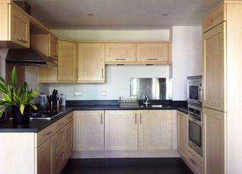 2 bed flat to rent in The Boulevard, Greenhithe DA9