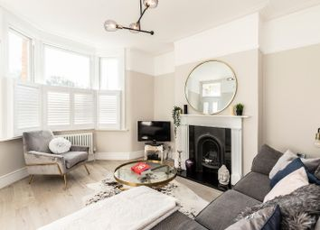 2 bed flat for sale in Crescent Road, London E18