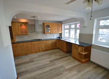 4 bed detached house to rent in Woodstock Gardens, Ilford IG3