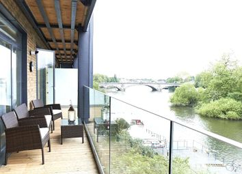 Thumbnail 2 bedroom flat for sale in Flat 31, 41 - 42 Kew Bridge Road, London