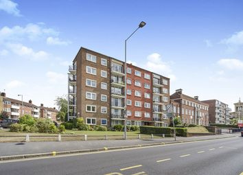 The Hermitage, Portsmouth Road, Kingston Upon Thames KT1. 2 bed flat