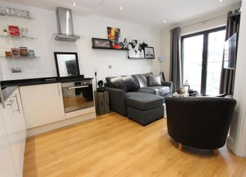 Thumbnail 1 bed flat to rent in Swan Court, Waterhouse Street, Town Centre, Hemel Hempstead