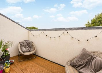 Thumbnail 2 bedroom flat to rent in Queens Avenue, London