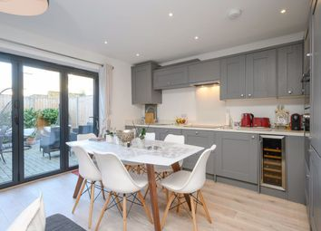 Thumbnail 3 bedroom flat to rent in Kingston Road, London