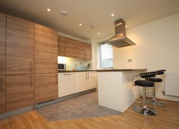 Thumbnail 2 bed flat to rent in Hillyfield, London