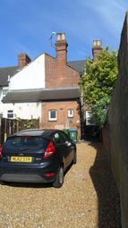 Thumbnail 1 bed flat to rent in Stoke Road, Aylesbury, Buckinghamshire