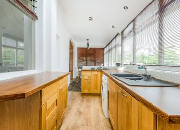 2 bed maisonette to rent in Leopold Road, Wimbledon, London SW19