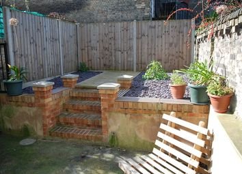 Thumbnail 2 bed flat to rent in Fonthill Road, Finsbury Park