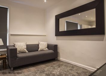 Thumbnail 1 bedroom flat to rent in Eardley Cresent, Fulham, London