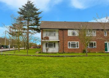 Thumbnail 2 bed flat to rent in Lea Court, Harpenden, Hertfordshire