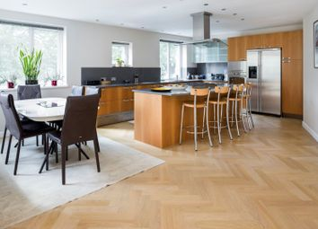 2 bed flat for sale in Chatfield Road, Battersea / Clapham SW11