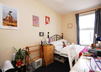 Thumbnail 2 bed flat to rent in Lavender Hill, Clapham Junction